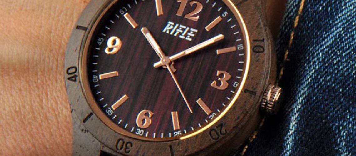 Rifle nuova linea di orologi in legno